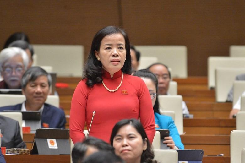 Đại biểu Nguyễn Thị Kim Thúy (Đà Nẵng) chất vấn hai Bộ trưởng.