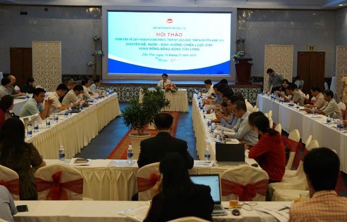 """Hội thảo tham vấn với chủ đề """"Nước - Định hướng chiến lược vùng Đồng bằng sông Cửu Long"""", được tổ chức tại Cần Thơ."""