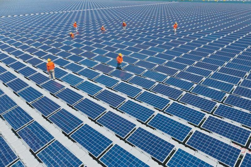 Mua lại cổ phần tại những doanh nghiệp Việt Nam có dự án điện mặt trời là bước đi nhanh gọn cho những nhà đầu tư nước ngoài muốn rót vốn vào lĩnh vực năng lượng tái tạo ở Việt Nam.