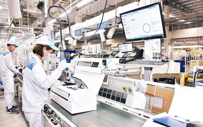 Nỗ lực khắc phục khó khăn do Covid-19, nhiều doanh nghiệp đã tăng cường hoạt động sản xuất, kinh doanh.