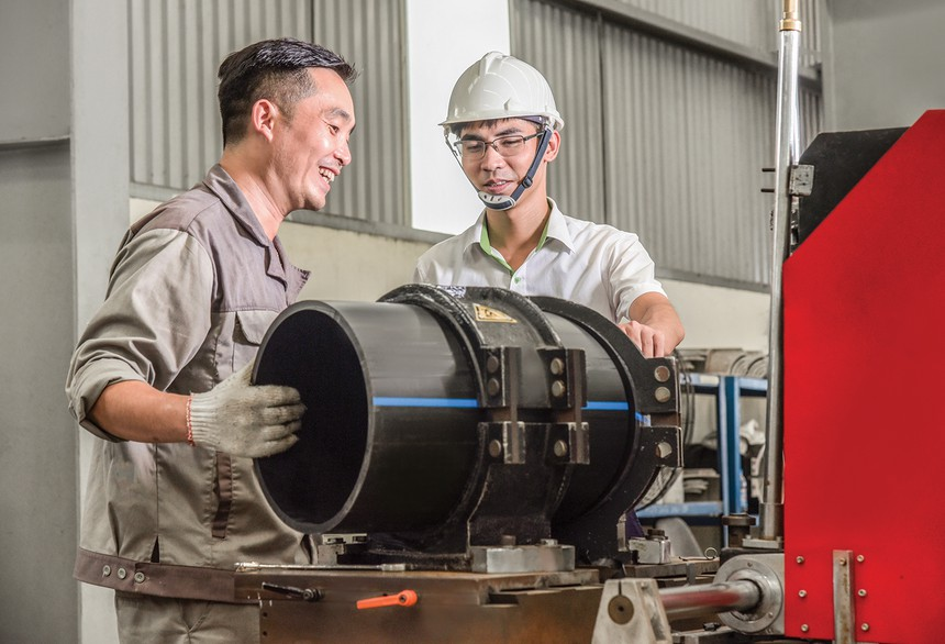 Người lao động tại Nhựa Tiền Phong không những có mức thu nhập đảm bảo cuộc sống, mà còn luôn được chăm lo tốt về đời sống tinh thần, được đào tạo nâng cao trình độ