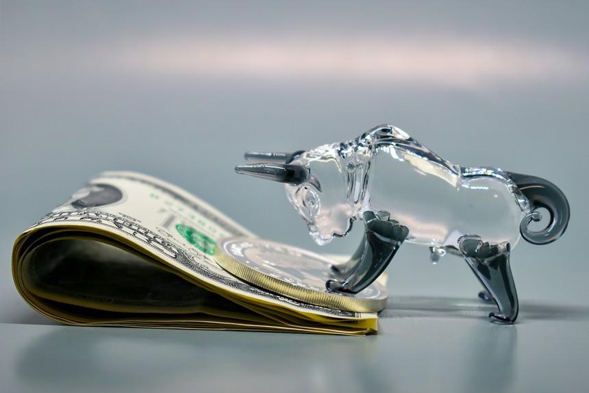 Sốt đất, tiền có rút khỏi chứng khoán?