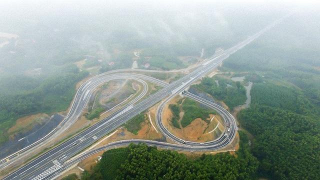 Một đoạn cao tốc Nội Bài - Lào Cai qua tỉnh Phú Thọ.