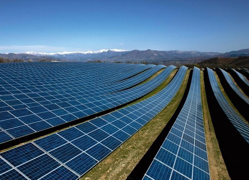 Nhiều nhà máy điện mặt trời phải dừng phát do nhu cầu tiêu thụ điện giảm mạnh dip cuối tuần