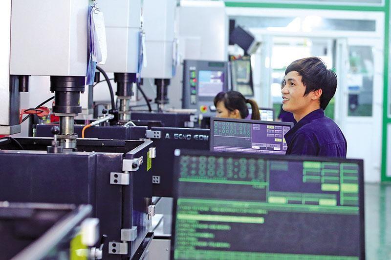 Việt Nam sẽ có chính sách khuyến khích bổ sung đối với các doanh nghiệp hoạt động có hiệu quả, thực hiện tốt cam kết. Trong ảnh: Dây chuyền sản xuất khuôn đúc đồ chơi của Nhà máy GFTV tại Hải Dương