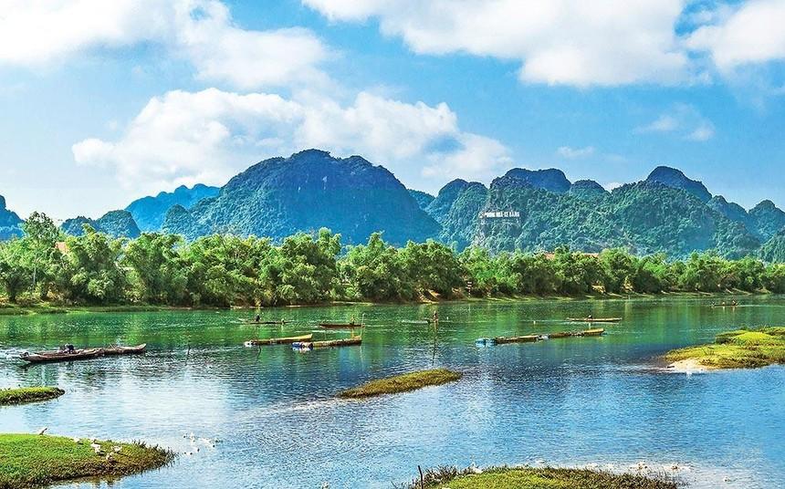 Quảng Bình sở hữu nhiều kỳ quan thiên nhiên, rất thuận lợi để phát triển du lịch. Trong ảnh: Di sản thiên nhiên thế giới Phong Nha - Kẻ Bàng