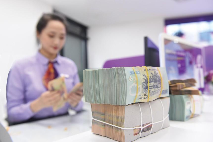 Tại nhiều ngân hàng, nguồn thu từ tín dụng năm qua chiếm khoảng 80% tổng nguồn thu. Ảnh: Dũng Minh