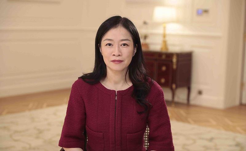 Phó chủ tịch Cấp cao kiêm Giám đốc HĐQT Huawei Catherine Chen phát biểu tại sự kiện