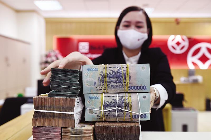 Nhiều ngân hàng vừa giảm lãi suất và xu hướng này được dự báo còn tiếp tục. Ảnh: Đức Thanh
