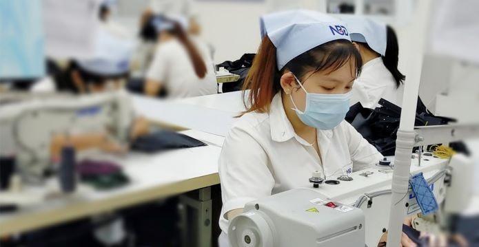 Doanh nghiệp dệt may có hàng hóa nhập khẩu để sản xuất xuất khẩu đưa đi gia công lại sẽ đươc miễn thuế.