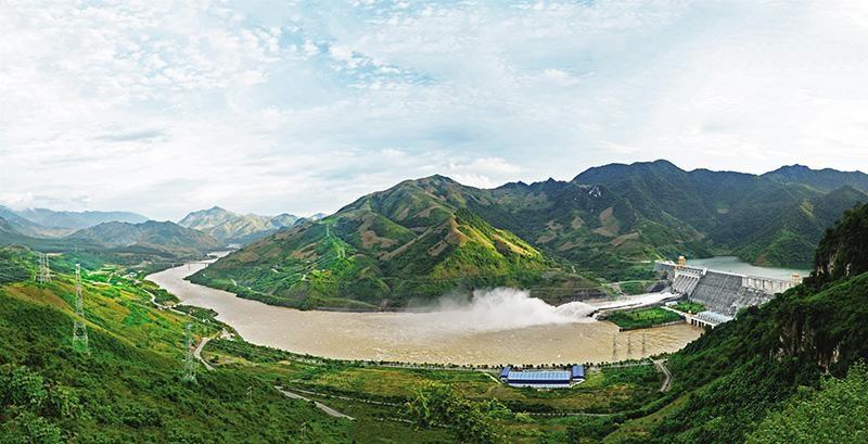 Cơ cấu nguồn điện hiện nay có khoảng 30% công suất đến từ thủy điện. Trong ảnh: Nhà máy Thủy điện Sơn La. Ảnh: Đ.T