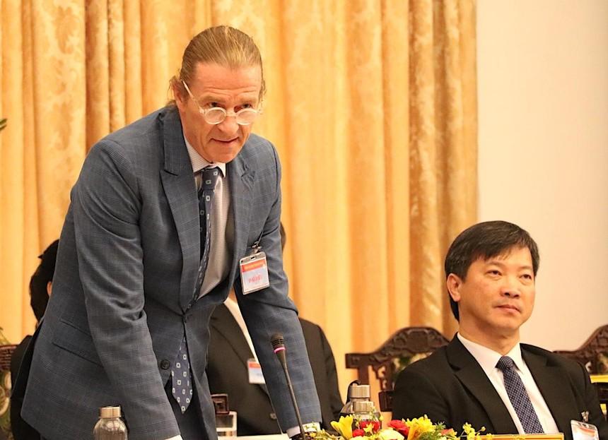Ông Dominic Scriven, Chủ tịch điều hành Công ty quản lý Quỹ Dragon Capital phát biểu tại Đối thoại 2045 (Ảnh: H.Phúc).
