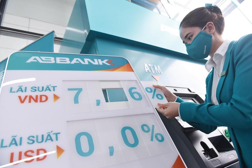 Một số ngân hàng tiếp tục giảm lãi vay cho khách hàng bị ảnh hưởng bởi Covid-19