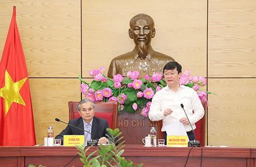 Chủ tịch UBND tỉnh Nghệ An Nguyễn Đức Trung chủ trì và phát biểu tại cuộc họp