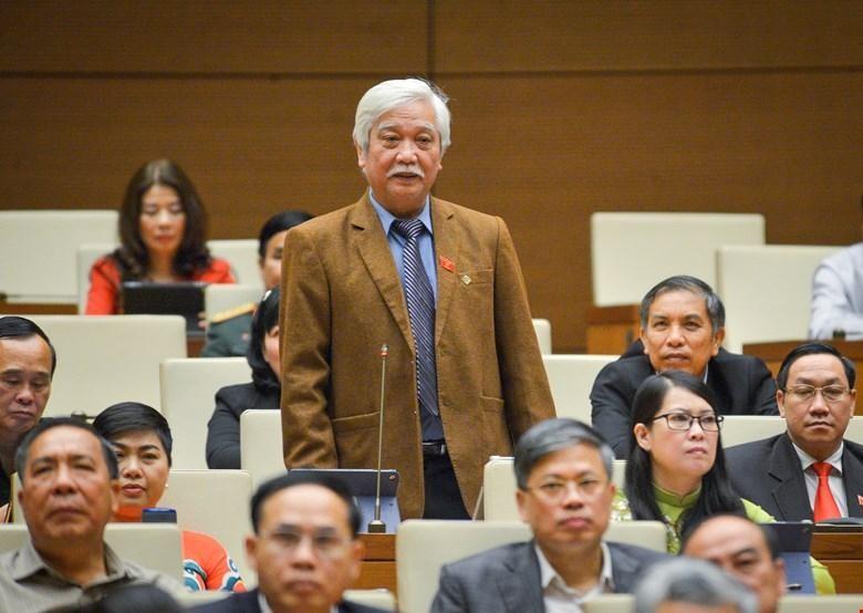 Đại biểu Dương Trung Quốc phát biểu tại Quốc hội.