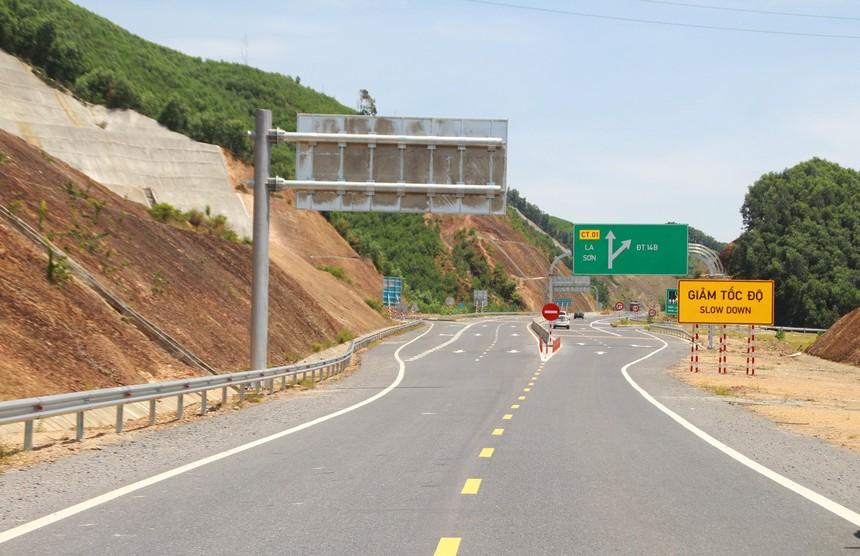 Một đoạn cao tốc La Sơn - Túy Loan do Nhà nước đầu tư.