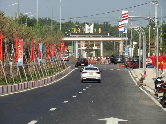 Đường nỗi QL1 vào cảng hàng không Phù Cát mới được Bình Định khánh thành và đưa vào sử dụng
