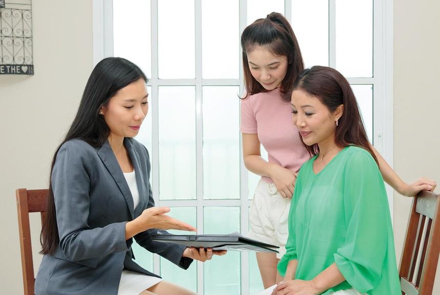 Quyền lợi kém linh hoạt, thuế, phí cao… là những lý do khiến bảo hiểm hưu trí tự nguyện chưa phát triển ở Việt Nam. Ảnh: Shutter