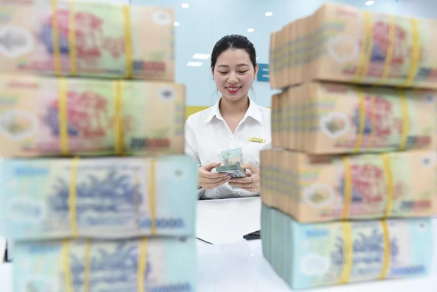Tiền trong hệ thống ngân hàng đang dồi dào và có lãi suất lãi thấp. Ảnh: Dũng Minh