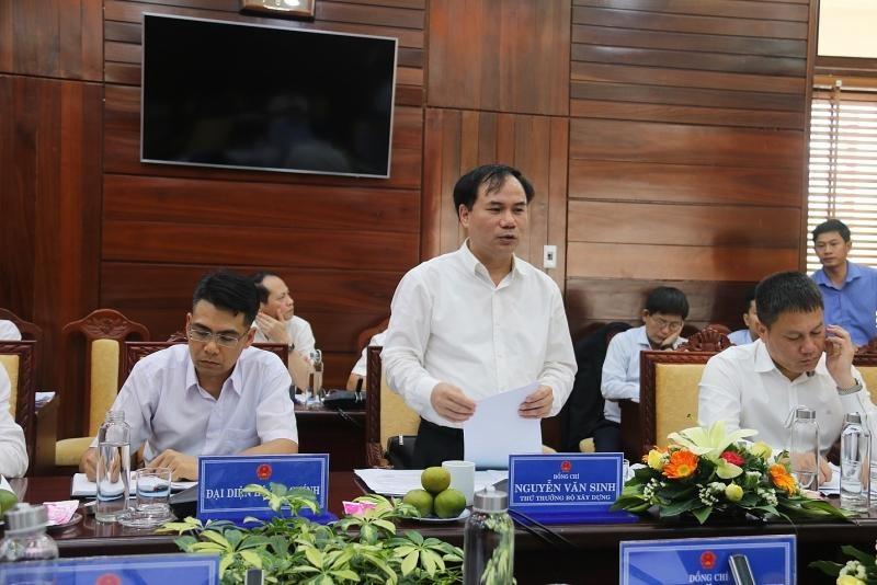Thứ trưởng Bộ Xây dựng Nguyễn Văn Sinh cùng Đoàn công tác của Bộ Xây dựng và đại diện một số Bộ, ban, ngành tại buổi làm việc tại Quảng Ngãi, gỡ khó cho xi mâng Đại Việt.