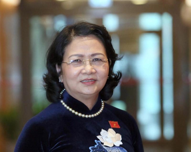 Phó Chủ tịch nước Đặng Thị Ngọc Thịnh bên hành lang Quốc hội (Ảnh Duy Linh).