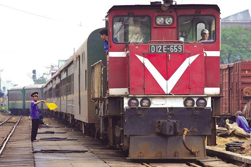 Ngành đường sắt: kết cục cay đắng và liều thuốc cứu trợ khẩn cấp - (Bài 2) Mắc kẹt giữa hiện thực và tương lai