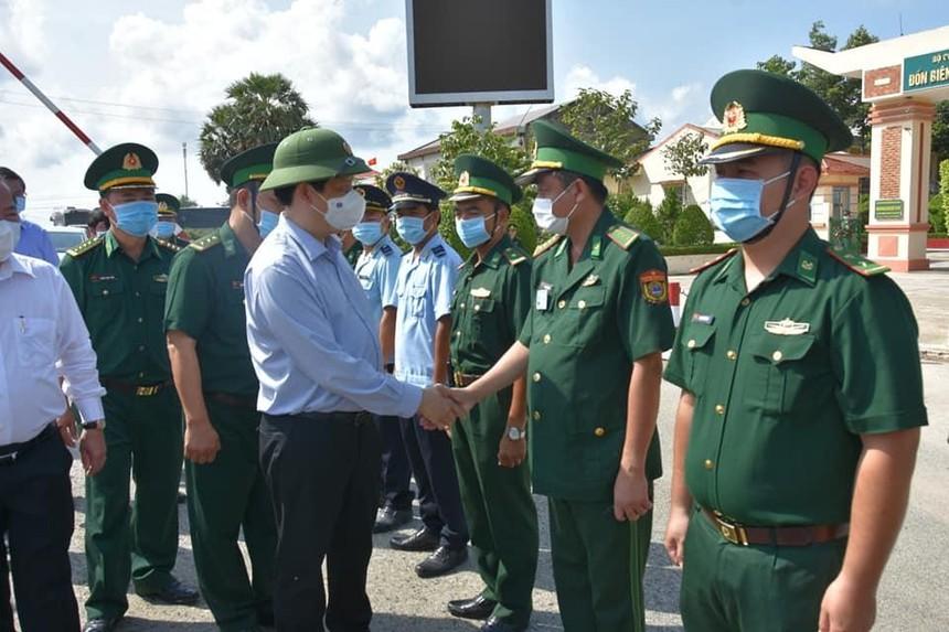 Bộ trưởng Bộ Y tế Nguyễn Thanh Long kiểm tra công tác chống dịch Covid-19 tại biên giới tỉnh An Giang