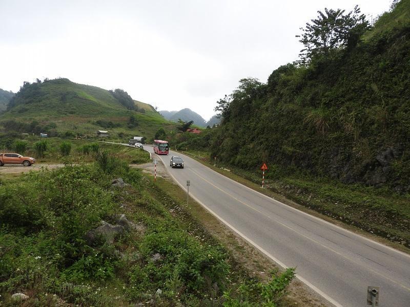 Một khúc cua trên Quốc lộ 6 đoạn qua huyện Vân Hồ, tỉnh Sơn La. Ảnh: M.C
