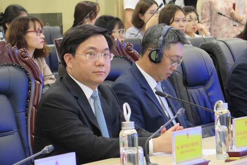 Thứ trưởng Bộ Kế hoạch và Đầu tư Trần Duy Đông phát biểu tại hội thảo.