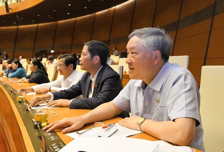 Đại biểu Quốc hội bấm nút thông qua nghị quyết tại kỳ họp thứ 11.