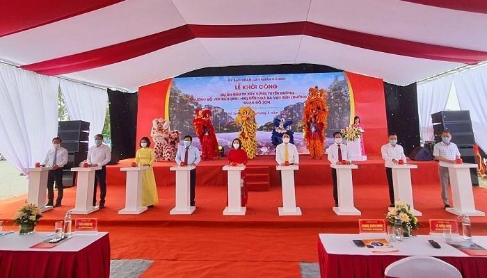 Lãnh đạo thành phố Hải Phòng cùng lãnh đạo quận Đồ Sơn nhấn nút khởi công dự án