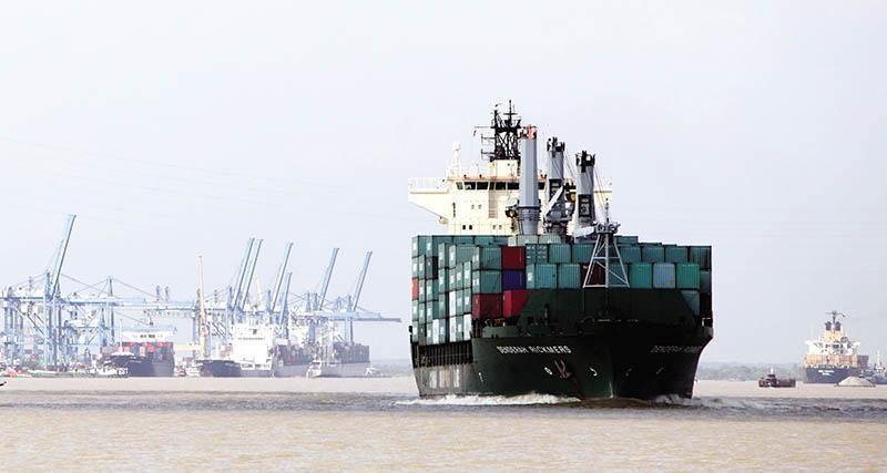Đầu tư cho giao thông và cảng biển, logistics sẽ giúp liên kết vùng hiệu quả và thực chất hơn. Trong ảnh: Tân Cảng - Cái Mép