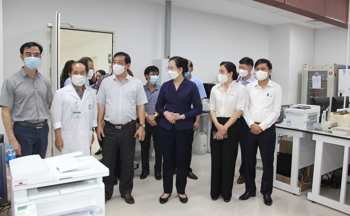 Đoàn công tác của Bộ Y tế kiểm tra công tác thành lập Bệnh viện Dã chiến tại TP.HCM
