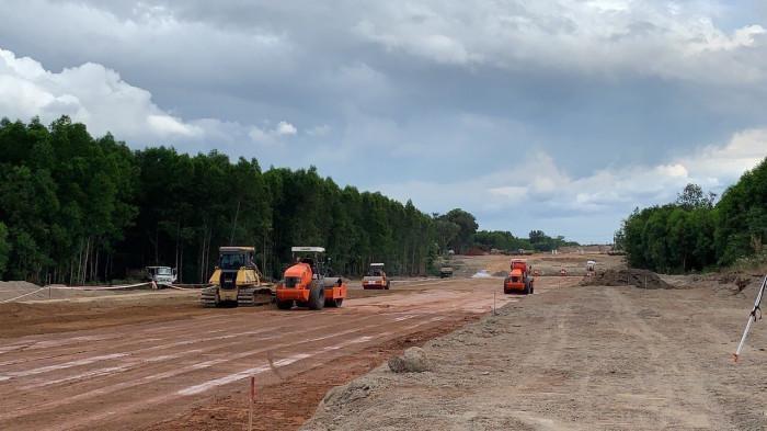 Thi công Dự án cao tốc Bắc - Nam phía Đông đoạn Dầu Giây - Phan Thiết. Ảnh: Vinaconex.