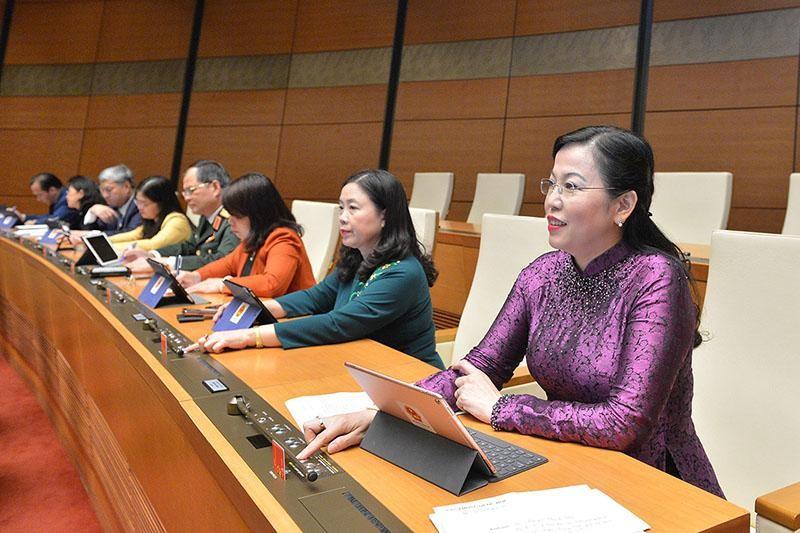 Bí thư Tỉnh ủy Thái Nguyên, bà Nguyễn Thanh Hải (ngoài cùng, bên phải) là một trong 40 bí thư tỉnh ủy, thành ủy ứng cử đại biểu Quốc hội khoá XV