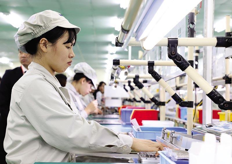 Sản xuất tại Công ty NMS Việt Nam (Khu công nghiệp Đồng Văn II, Hà Nam). Ảnh: Đ.T