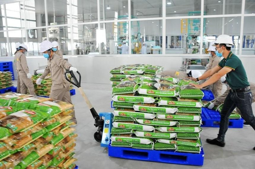 Gạo Việt Nam được bán tại Anh quốc với các thương hiệu : Longdan, Golden Lotus, Buffalo (của Longdan Supermarket) , Green Dragon (của Westmill UK) và Red Ant (của MediFood).