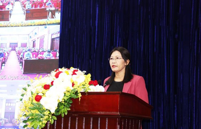 Ứng viên Lê Thị Nga tiếp xúc cử tri tỉnh Hà Nam - (Ảnh: Cổng thông tin điện tử tỉnh Hà Nam)