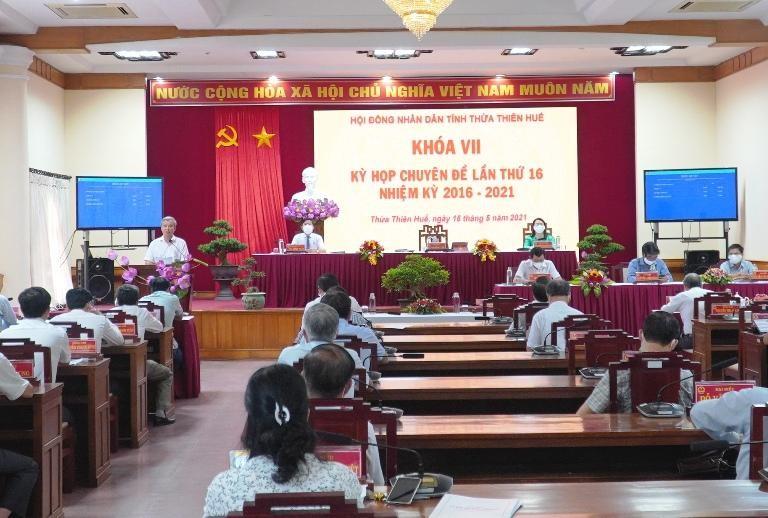Các đại biểu HĐND tỉnh Thừa Thiên Huế được tổ chức ngồi dãn cách nhằm phòng chống dịch COVID-19.