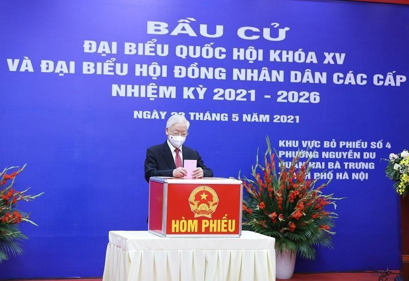 Tổng Bí thư Nguyễn Phú Trọng bỏ phiếu bầu đại biểu Quốc hội khóa XV và đại biểu HĐND các cấp nhiệm kỳ 2021-2026.