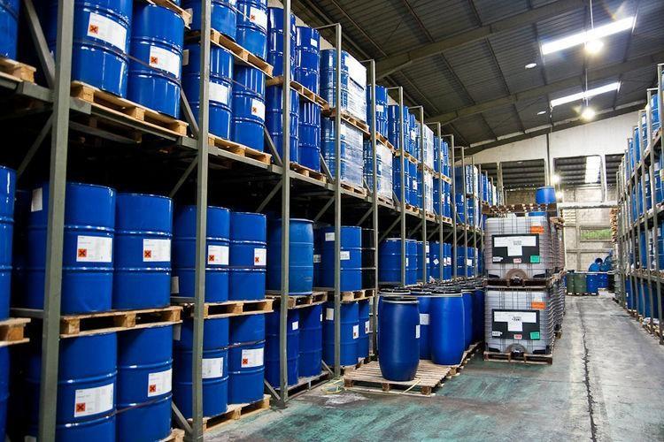 Nhiều sản phẩm hóa chất quan trọng phục vụ phát triển sản xuất phải phụ thuộc vào nguồn nhập khẩu.