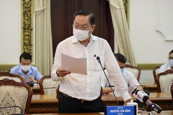 Ông Nguyễn Tấn Bỉnh, Giám đốc Sở Y tế TP.HCM thông tin tại buổi họp