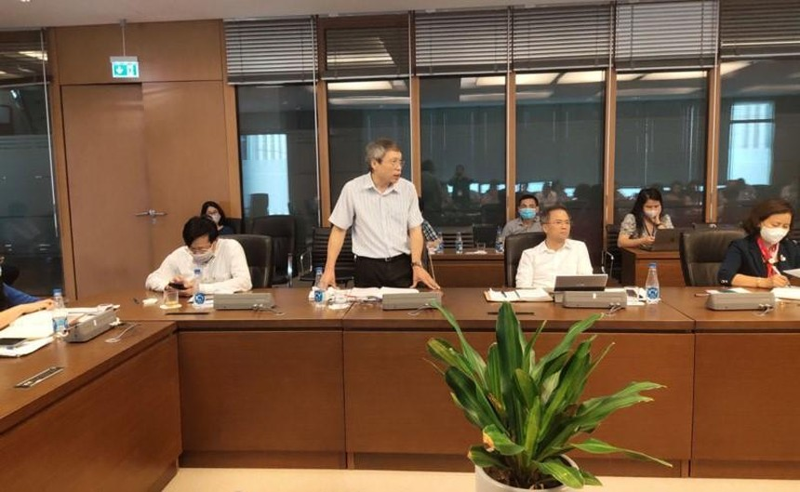 Viện trưởng Viện Kinh tế Việt Nam Bùi Quang Tuấn phát biểu tại cuộc toạ đàm.