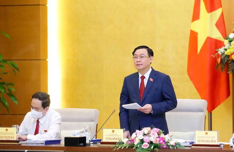 Chủ tịch Quốc hội Vương Đình Huệ chủ trì phiên họp (Ảnh TTXVN).