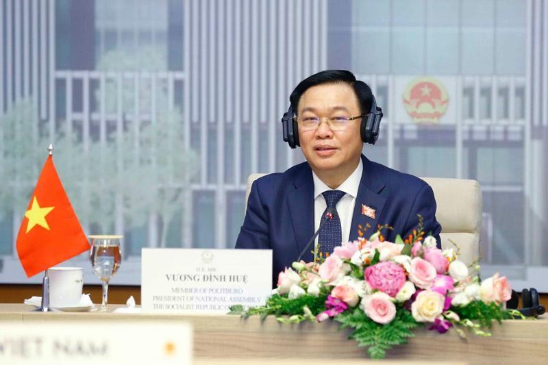 Chủ tịch Quốc hội Vương Đình Huệ hội đàm đàm trực tuyến với Chủ tịch Hội đồng Lập pháp Brunei Darussalam (Ảnh TTXVN)