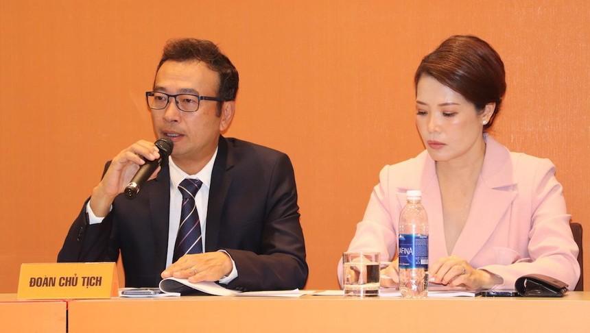 Ông Đoàn Hồng Việt và bà Tô Hồng Trang tại Đại hội đồng cổ đông thường niên năm 2021 của Digiworld (Ảnh: Hồng Phúc).