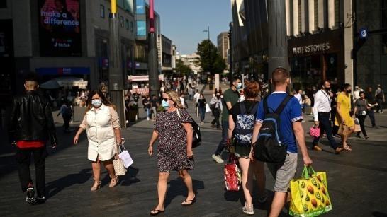 Khu phố mua sắm tại Birmingham, miền Trung nước Anh. Ảnh: AFP