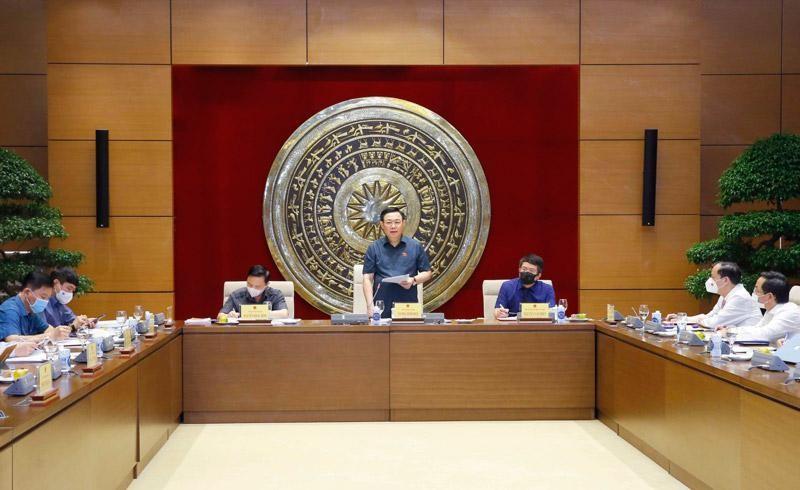 Chủ tịch Quốc hội Vương Đình Huệ phát biểu tại buổi làm việc.