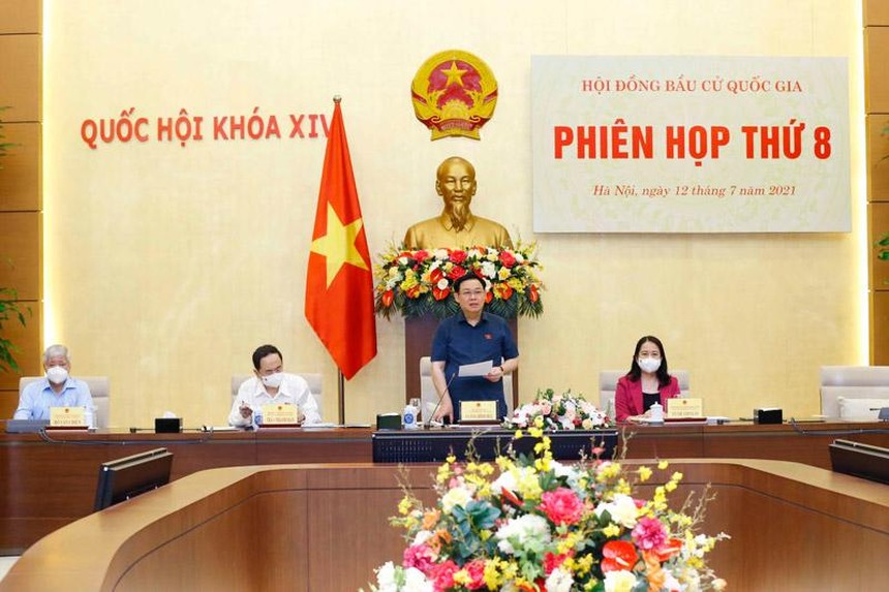 Chủ tịch Quốc hội, Chủ tịch Hội đồng Bầu cử quốc gia Vương Đình Huệ chủ trì phiên họp (Ảnh TTXVN).