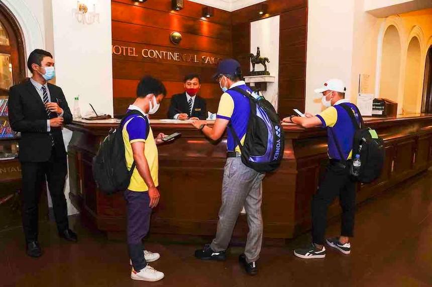 Nhân viên y tế tình nguyện đến nhận phòng tại khách sạn Continental Saigon vào đầu tháng 7/2021 (Ảnh: Saigontourist).
